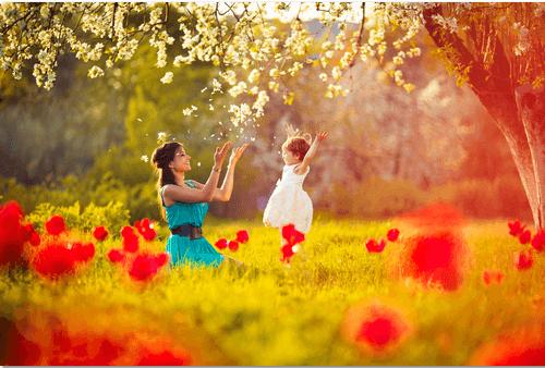 madre-jugando.con-su-hija