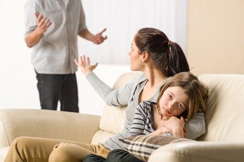 ¿Qué hacer si mi hijo ha bebido lejía?