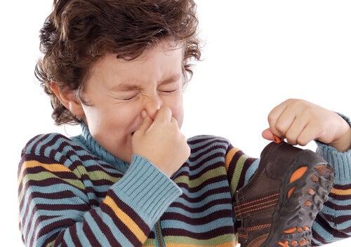10 trucos para que las zapatillas de los niños huelan bien
