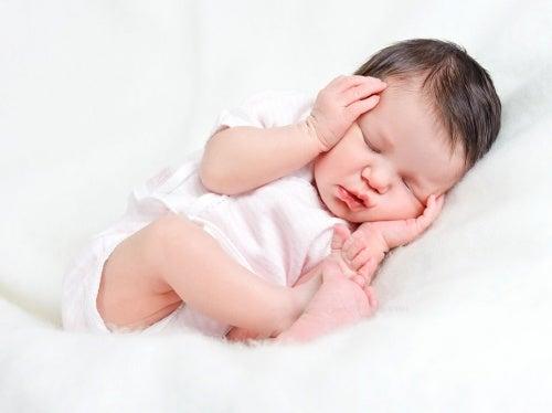 Como curar gases en bebes