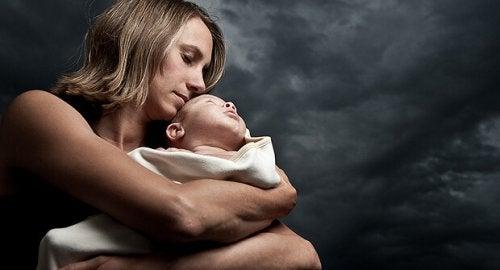 Cómo afrontar la soledad tras el parto.