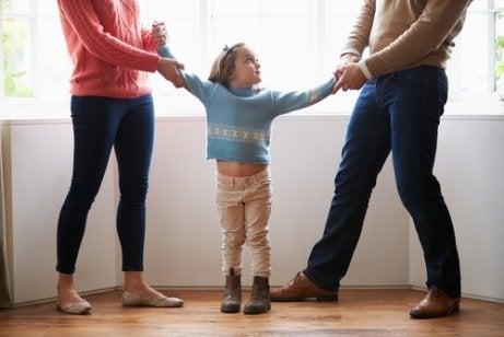 Los padres manipuladores ejercen una presión excesiva sobre sus hijos.