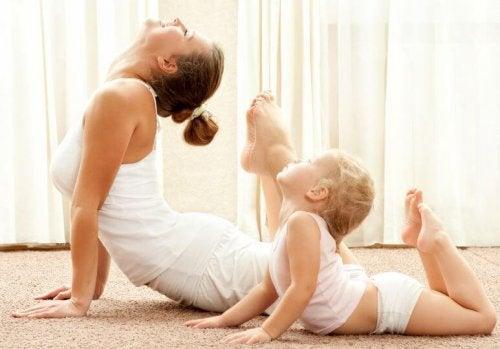 Madre e hija cuidándose