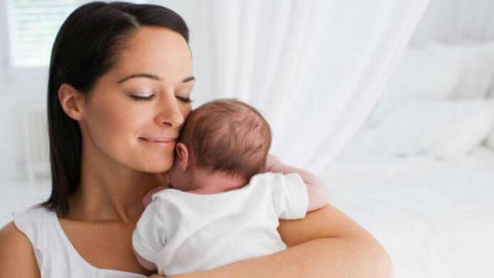 ¿Cómo sacar los gases de los bebés y aliviar los cólicos?