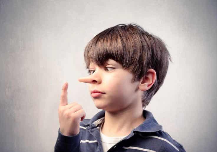 Mentira infantil: ¿cómo actuar si tu hijo te miente?