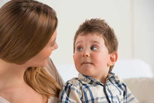 Hablar al bebé vs hablar al niño: diferencias