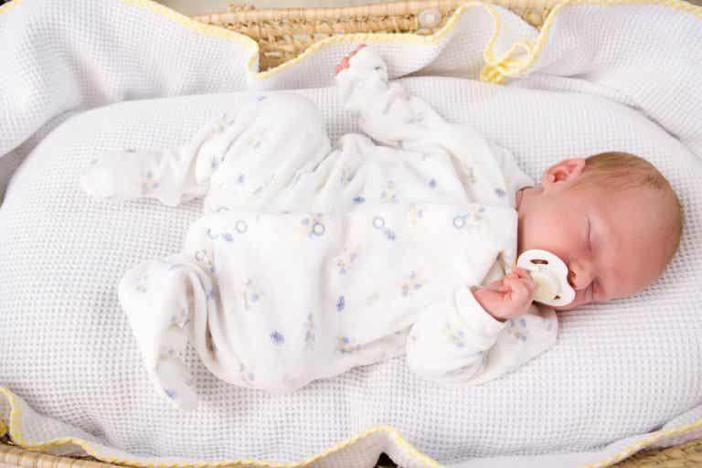 ¿En qué posición deben dormir los bebés?