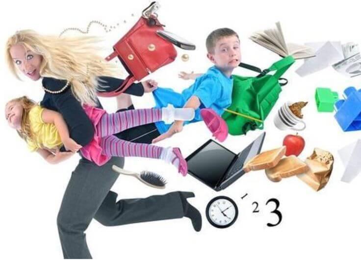 La carrera de obstáculos de las madres trabajadoras