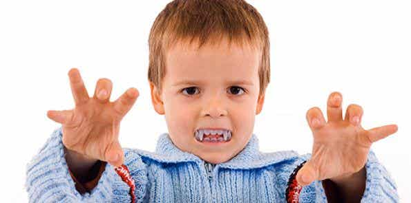 ¿Por qué tu hijo muerde y golpea?