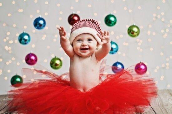 Trucos para obtener la mejor fotografía navideña de tu bebé