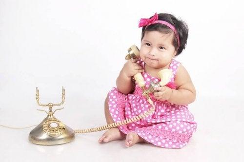¿A qué edad le puedo comprar un teléfono móvil?