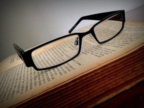 glasses-1106192_640