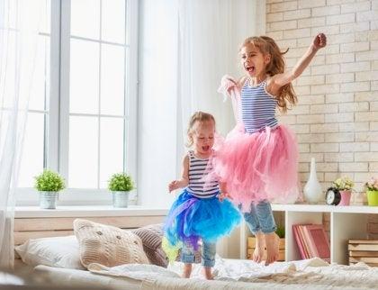 Existen numerosas ideas para decorar una habitación para dos niños.