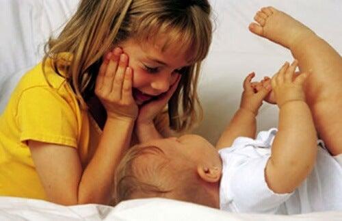 Cómo lograr que el segundo hijo no se sienta menos importante