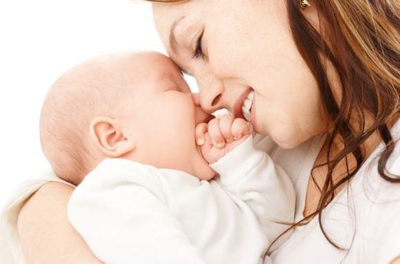 Amamantar es un acto que estrecha el lazo entre madre e hijo.