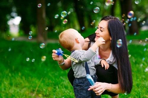 Actividades para el bebé de seis meses.