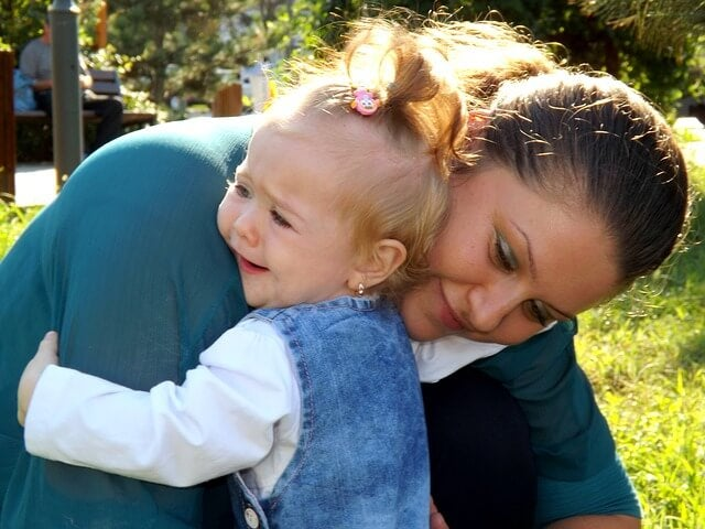 ¿Por qué no hay que dejar llorar a los bebés?