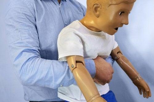 ¿Qué hago si mi hijo se ha tragado un objeto?
