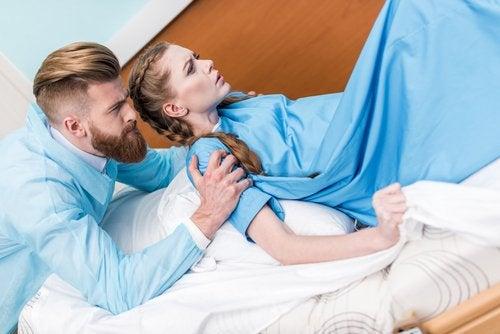 Tanto la anestesia raquídea o intradural como la epidural son muy utilizadas en los partos.