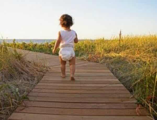 3 ejercicios para bebés que les ayudan a aprender a caminar