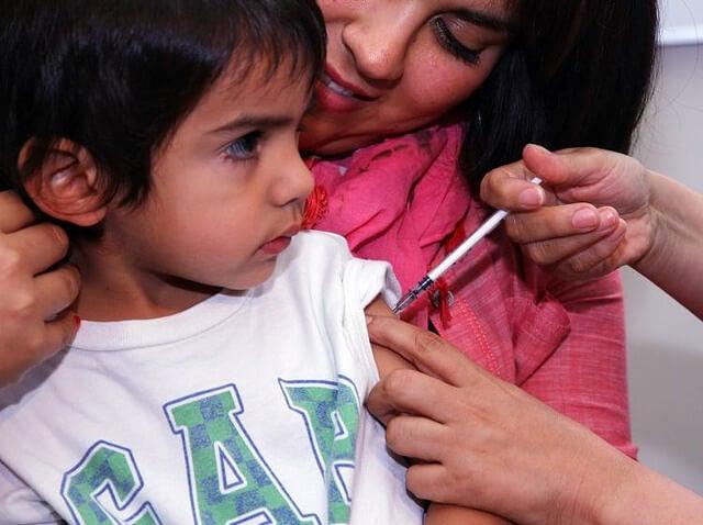 Mitos y realidades sobre las vacunas: ¿debo vacunar a mi bebé?