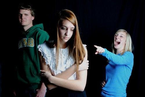 Consejos para ayudar a tu hijo si recibe burlas de otros niños