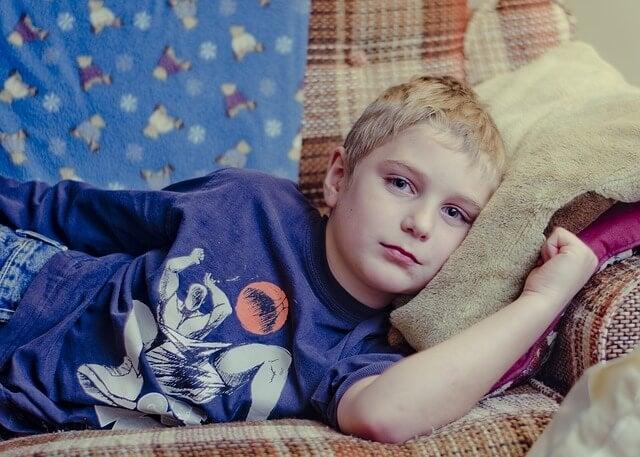 6 maneras de calmar a un niño enfermo