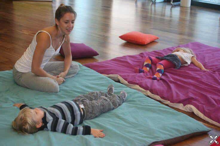 """""""Juego"""" con enormes beneficios para tu hijo: yoga infantil"""