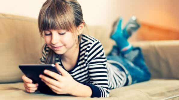El Internet y tu hijo, no los dejes a solas
