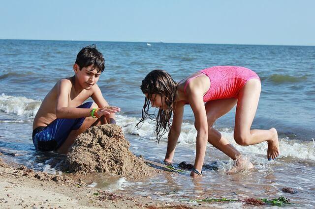 Viajar a la playa con niños. ¿Qué precauciones tomar?