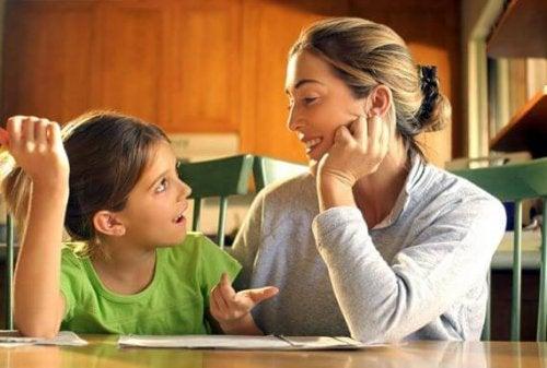 ¿Importa la manera en la que hablas a tu hijo?