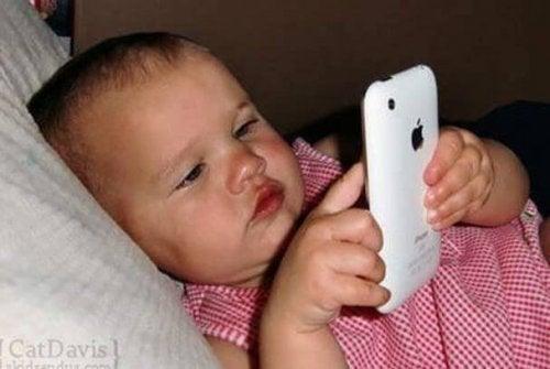 Cómo afectan los Ipads y smartphones a menores de 2 años