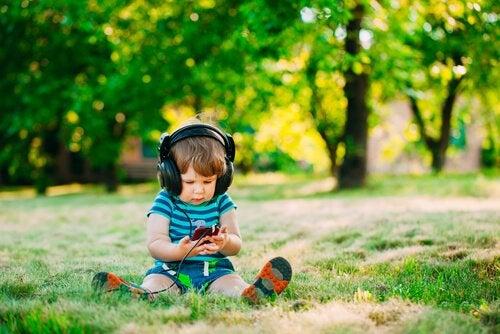 ¿Enseñar al niño con canciones?