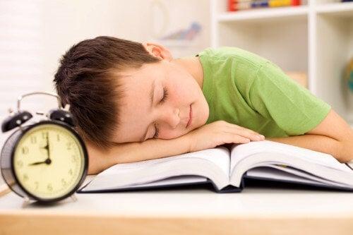 Enseña a tu hijo a no procrastinar