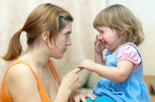 Cómo abordar las peleas entre hermanos
