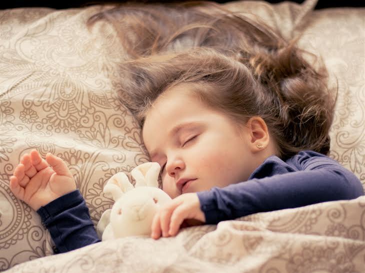 9 alimentos que ayudan a que los niños duerman