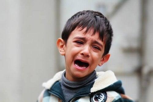 Cómo enseñar a un niño a sobrellevar las emociones incómodas