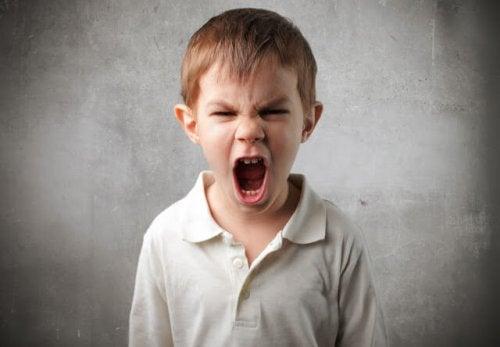 Hablar con un niño enfadado: 8 claves para hacerlo