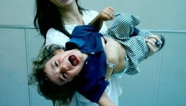 ¿Cómo calmar al niño cuando coge una pataleta?