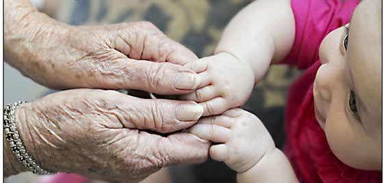 Cuidado de los nietos, ¿prevención de la demencia y el Alzheimer?