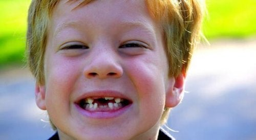 Consejos para lidiar con los dientes sueltos de los niños