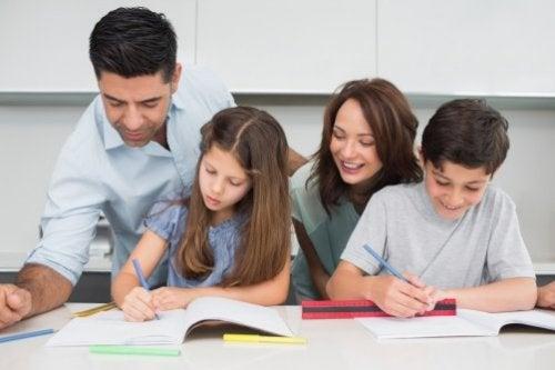 Ofrecer tiempo a tus hijos y aconsejarlos es fundamental para ayudar a los niños a desarrollar sus capacidades.