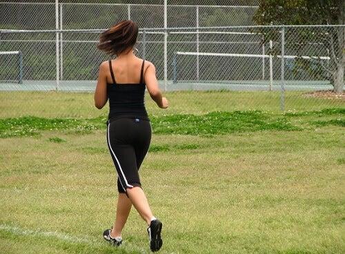 Correr es una buena manera de favorecer la circulación de la sangre.