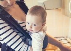 Los beneficios del porteo repercuten tanto al niño como a la madre