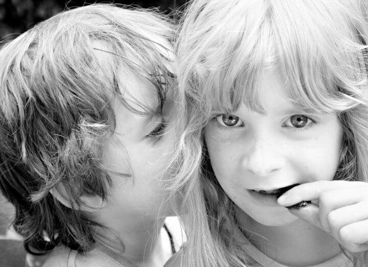 ¿Por qué a un niño le cuesta guardar secretos?
