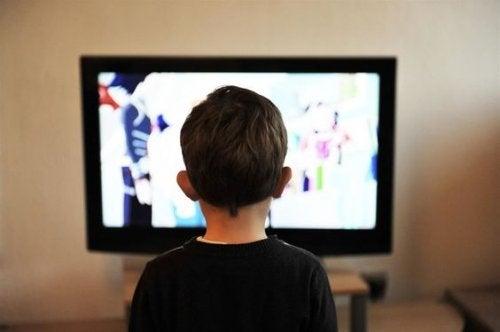 ¿Puede la televisión transculturizar a nuestros niños?