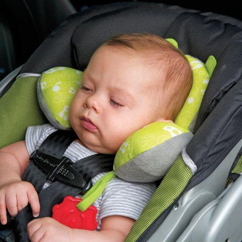 No es conveniente dormir al bebé en la sillita para el coche