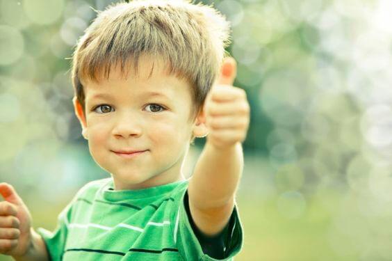 ¿Desde qué edad los niños deben aprender modales?