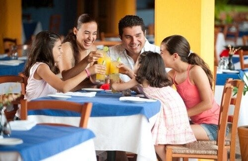 Consejos para comer fuera de casa en familia