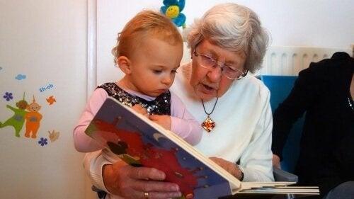 Los abuelos: los mejores amigos de tu hijo